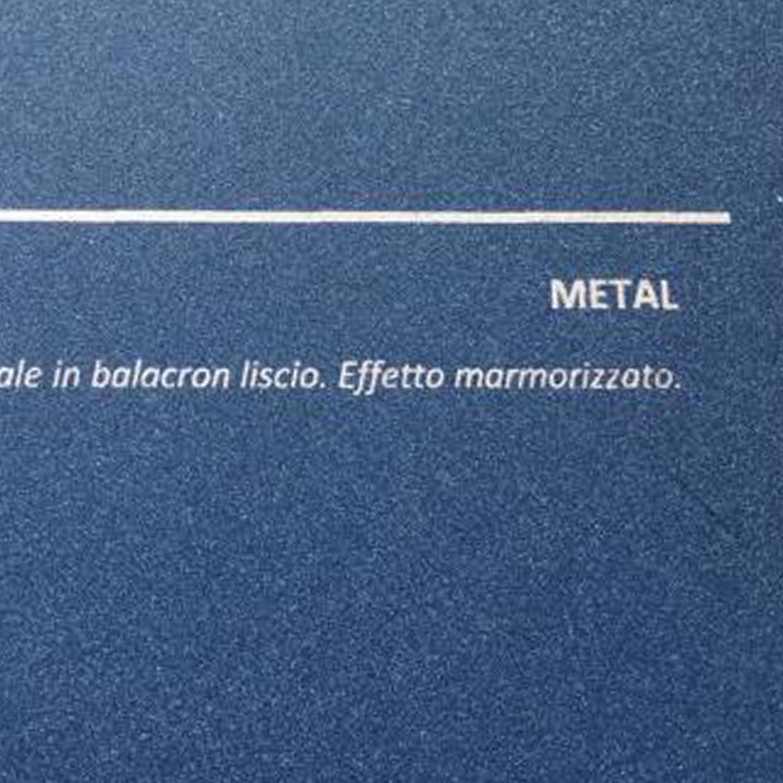 COVER METAL BLU: copertine rivestite in balacron liscio con finitura effetto metallizzato.