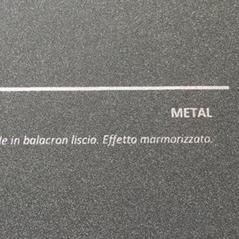 COVER METAL GRAFITE: copertine rivestite in balacron liscio con finitura effetto metallizzato.