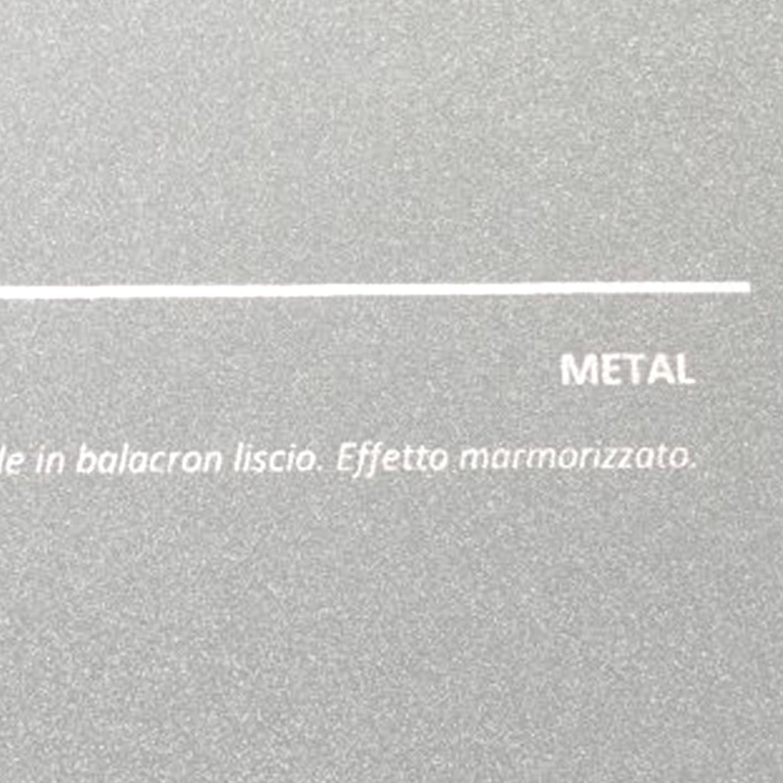 COVER METAL GRIGIO: copertine rivestite in balacron liscio con finitura effetto metallizzato.