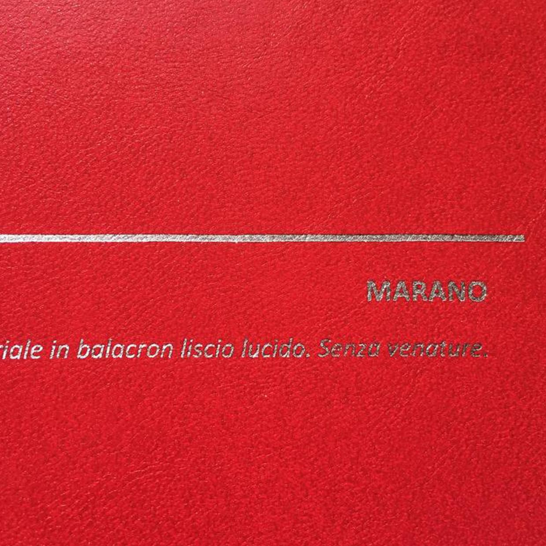 COVER MARANO ROSSO: copertine rivestite in balacron lucido effetto similpelle liscio senza venature.